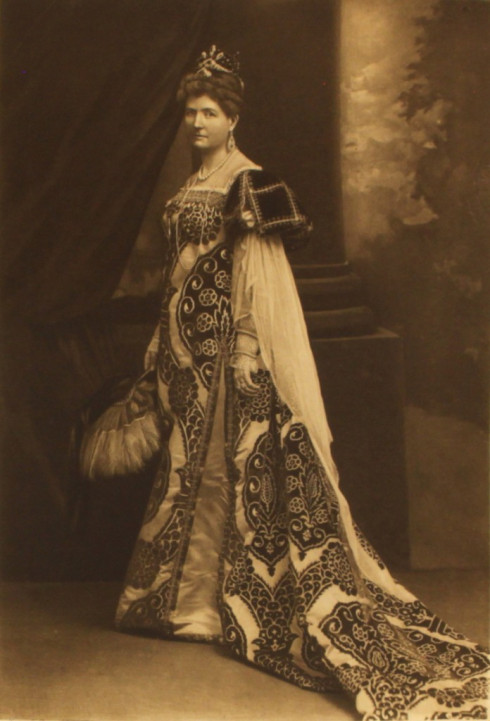 the-duchess-of-buckingham-and-chandos-as-caterina-cornare-queen-of-cypress-p144-2
